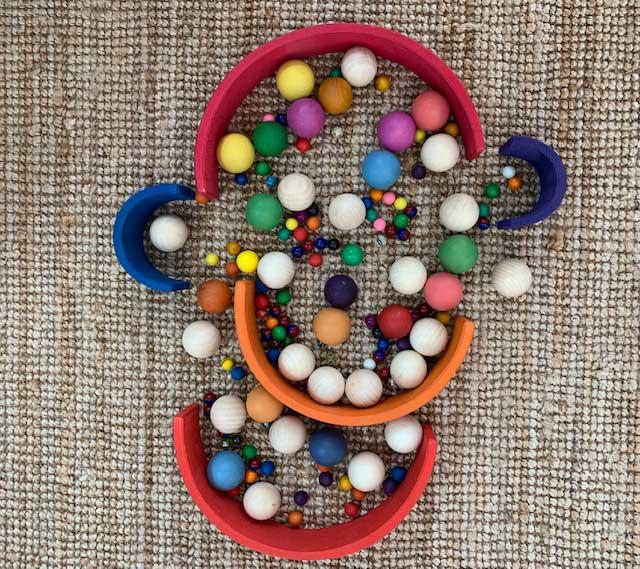 bolas de diferentes tamaños y materiales