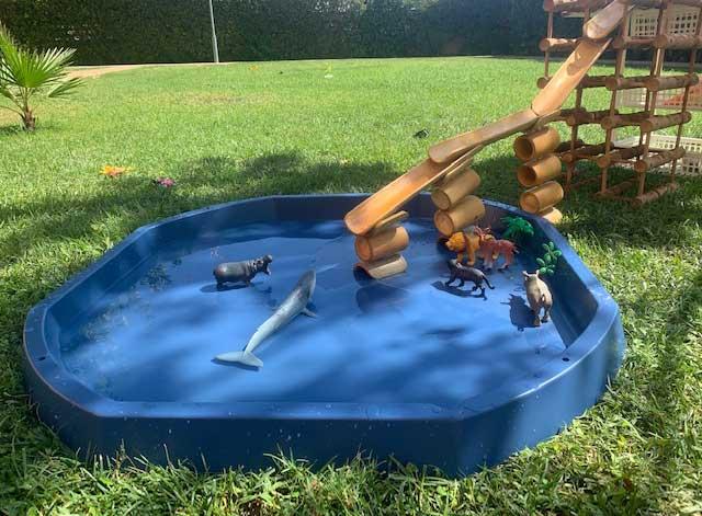 juego desestructurado con rampas y circuitos de agua