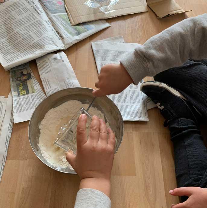 cola casera harina y agua